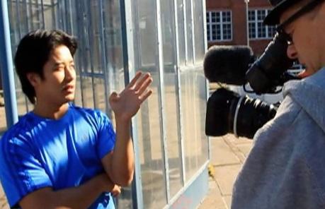Tung Bui, kamera kuvaa kohtausta