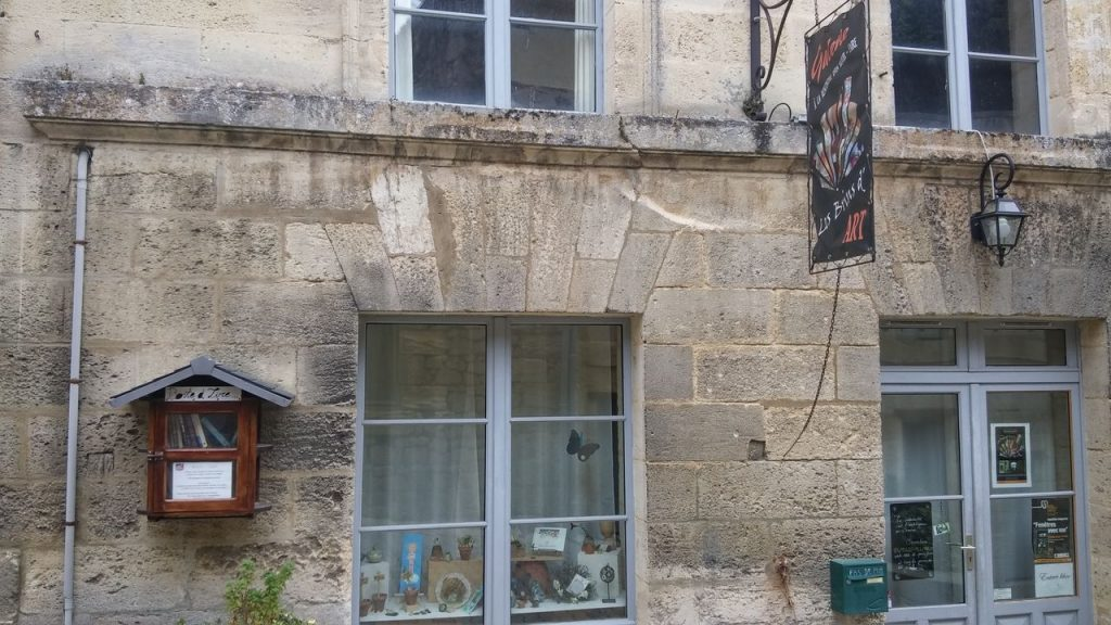 bourg bookcrossing-kirjasto taidekauppa