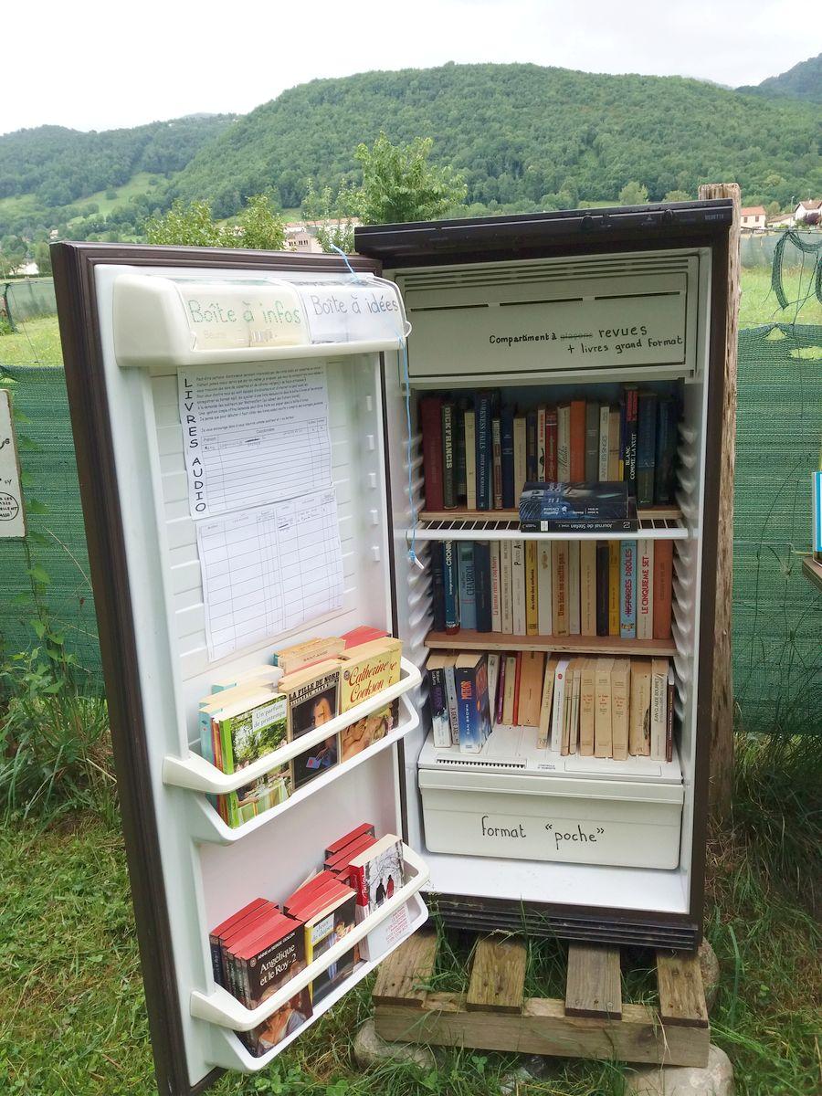kirjasto ulkona Pyreneiden vuoristossa Ranskassa