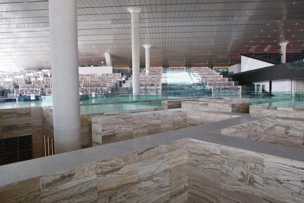 Doha, Qatar. OMA arkkitehtien suunnittelema kirjasto. Kuva Arend  Kuester.