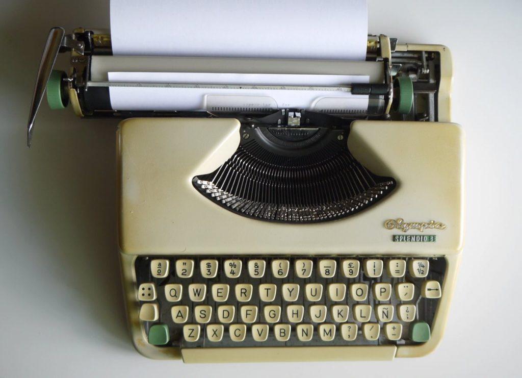 Saksasas tehty Olympia kirjoituskone