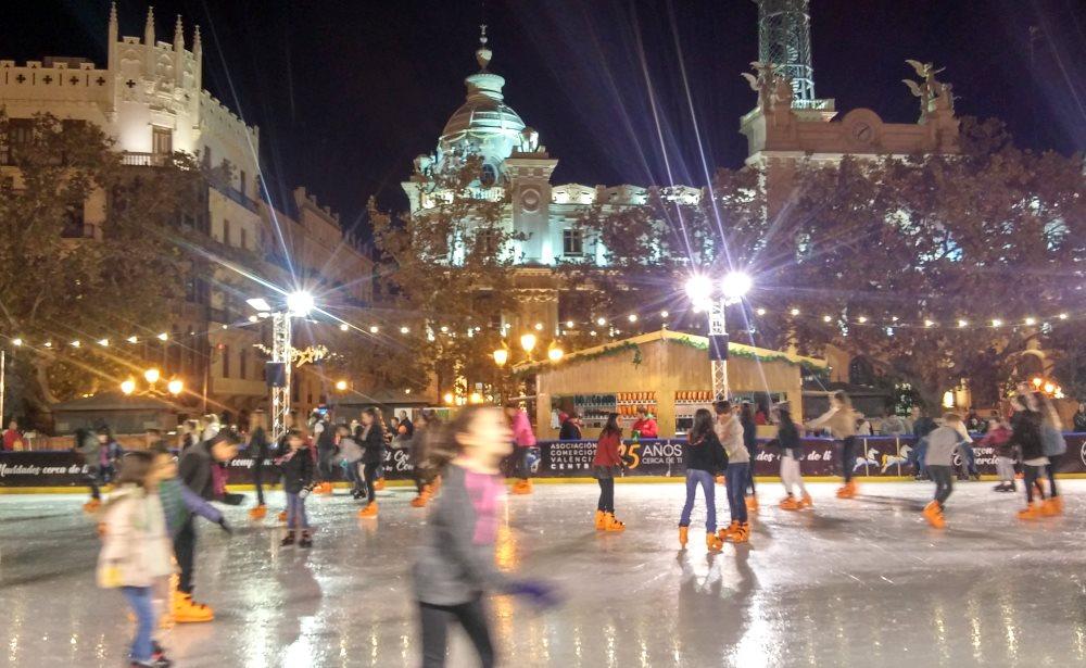 Plaza de Ayuntamiento, joulu luistelua, Valencia