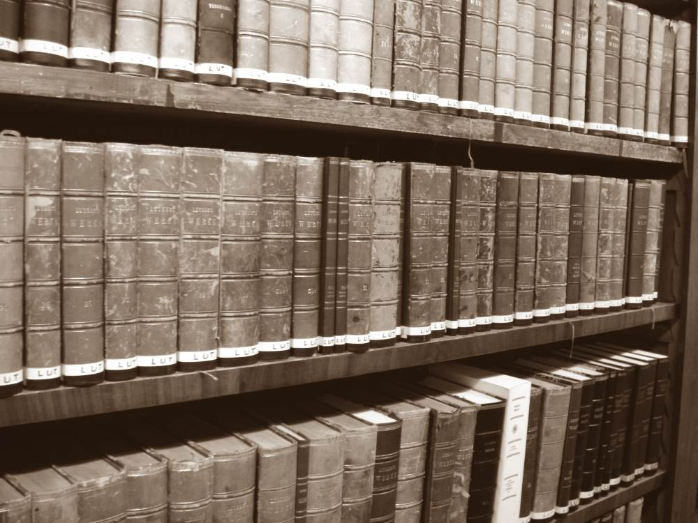 kansalliskirjasto kirjahylly vanhoja kirjoja